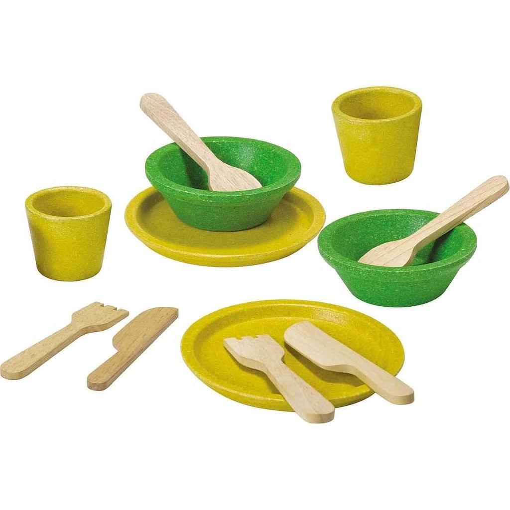 assiettes et couverts en bois pour jouer la d nette chez les enfants. Black Bedroom Furniture Sets. Home Design Ideas